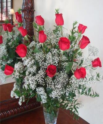 Inglis' Dozen Long-Stemmed Red Roses with Fillers